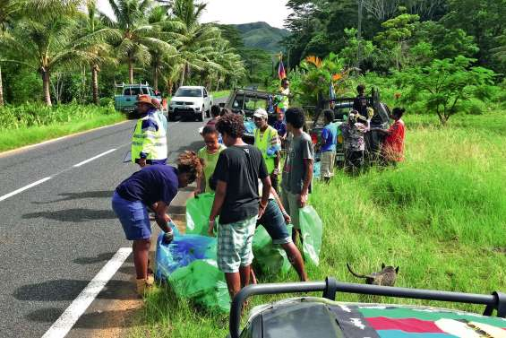 Le FLNKS mène une opération « Kanaky pays propre »