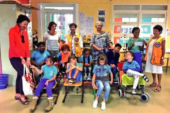 Le club Lions Linckia  soutient les classes Clis