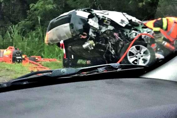 Violente collision entre un bus et une voiture