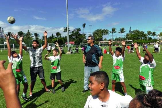 300 petits rugbymen sur le terrain