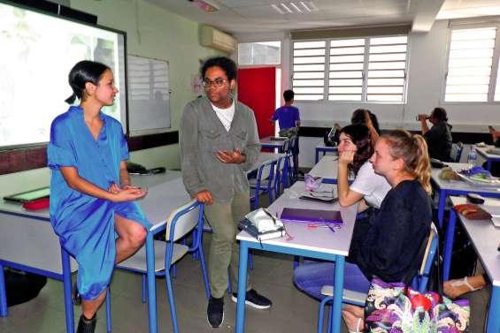 Une ancienne du Lap', étudiante en design, inspire des lycéens