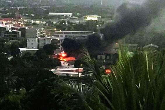 Une voiturette en circulation prend feu à Koutio
