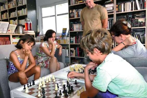 Des livres, des échecs et bientôt un club de lecture à la bouquinerie du Liseron