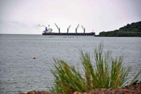 Le casse-tête inédit du minéralier New Beginning en baie de N'Go