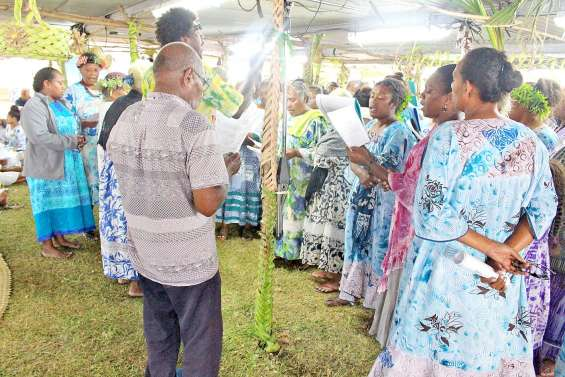Les églises d'Ouvéa réunies pour la Pentecôte