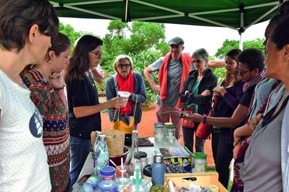 Marché des alternatives : apprendre  à protéger l'environnement au quotidien
