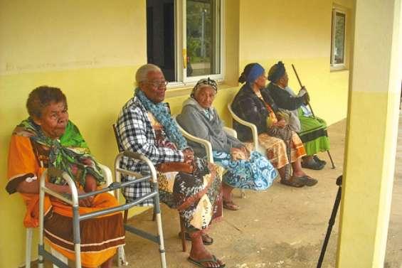 Les anciens chouchoutés à la tribu de Nédiouen