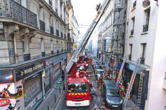 Trois morts dans l'incendie d'un immeuble à Paris
