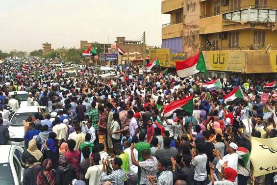 Sept morts lors de manifestations massives
