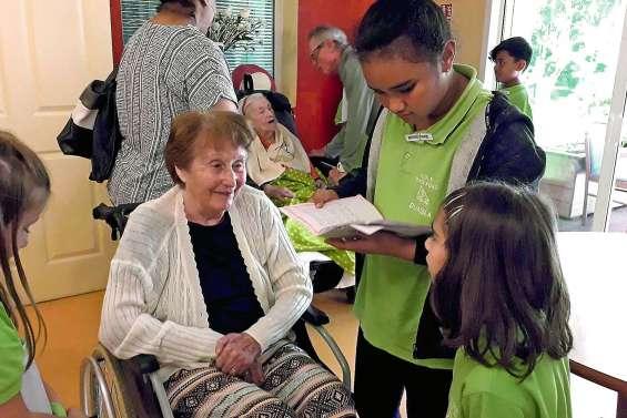 Les CE2 de Renée-Fong rendent visite aux résidents de la maison Gabriella