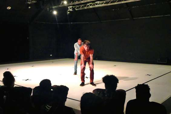 La représentation de Bataille au centre culturel attire 200 personnes