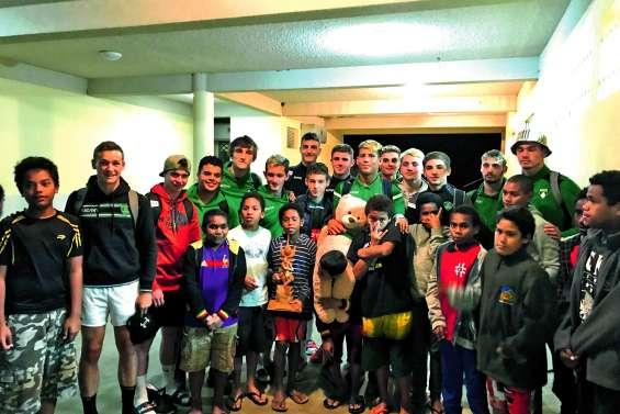Les joueurs U16 de la Section Paloise en visite dans la région