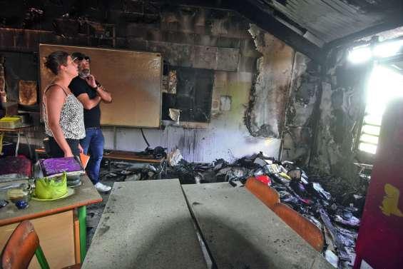 L'incendiaire présumé de l'école James-Paddon à Païta placé en détention provisoire