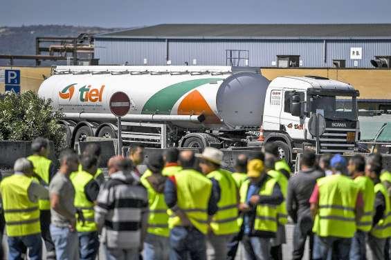 Des camionneurs en grèveréquisitionnés