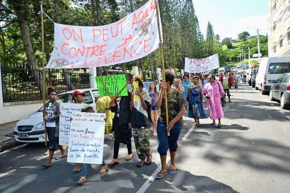 Après le féminicide, Femmes en colère appelle  à manifester devant le congrès jeudi