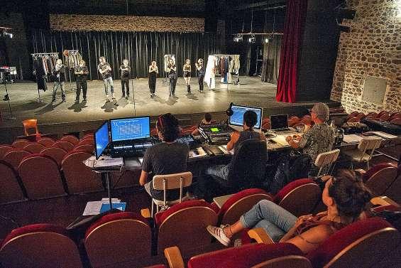 Le Théâtre de l'Île s'ouvre au public pour les répétitions de la pièce Othello