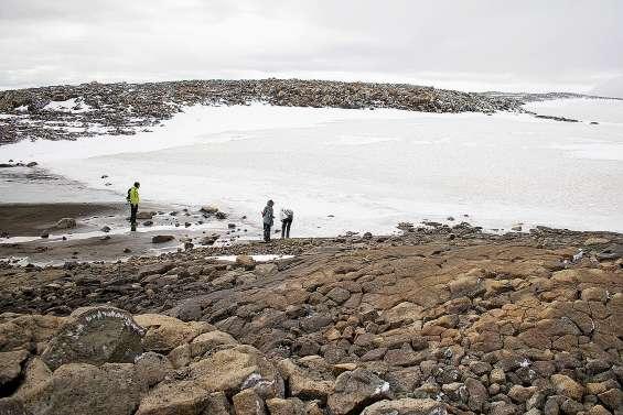 L'Islande dit adieu à un glacier disparu : l'Okjökull