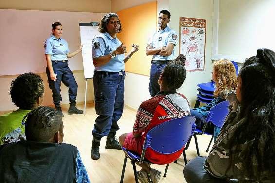 Les gendarmes interviennent durant le stage audiovisuel à la médiathèque