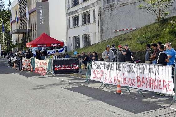 Solidarité NC mobilisé devant le congrès