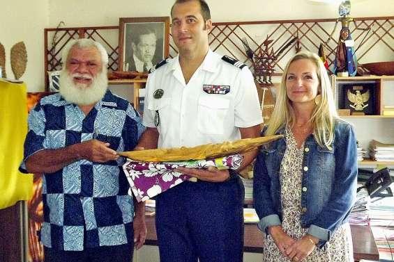 Le nouveau commandant de compagnie rencontre le maire