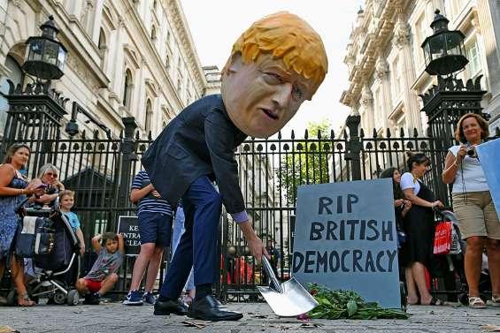 Brexit : fureur face à la décision de Johnson de suspendre le Parlement