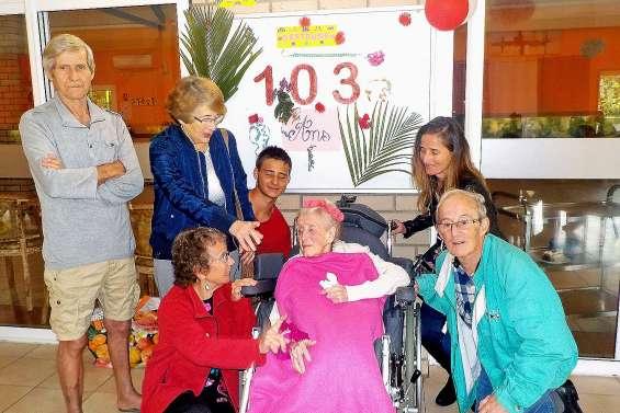 La maison de retraite Hibiscus fête les 103 ans de sa doyenne