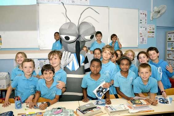 Wolbi présente Wolbachia aux élèves de Surleau