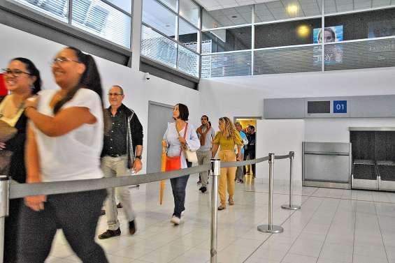 En visite dans les coulisses de l'aéroport international de La Tontouta