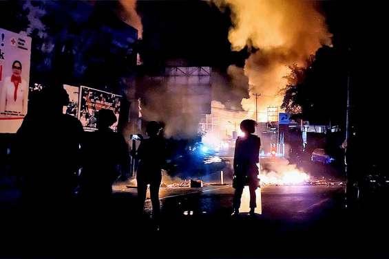 Nouvelles émeutes en Papouasie, plusieurs bâtiments incendiés