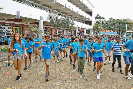 Les élèves de Frédéric-Surleau s'invitent dans le défilé du carnaval