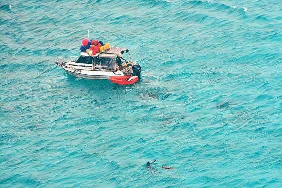 Des pêcheurs d'holothurie en difficulté secourus