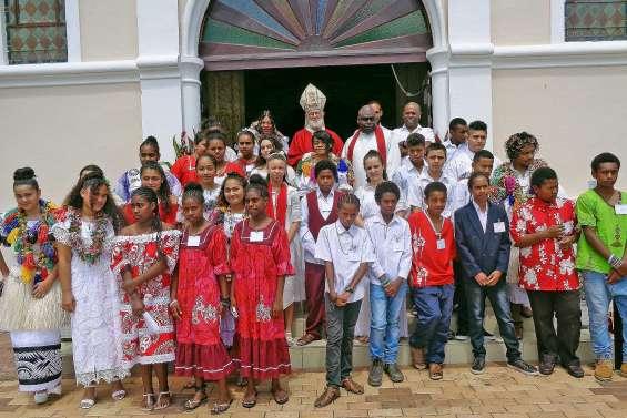 Quarante confirmations et cinq baptêmes en l'église Saint-Vincent-de-Paul