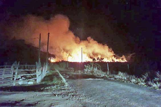 Un feu proche des habitations combattu à Pouembout