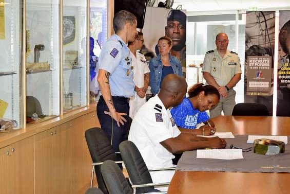 Ils ont signé et sont officiellement militaires