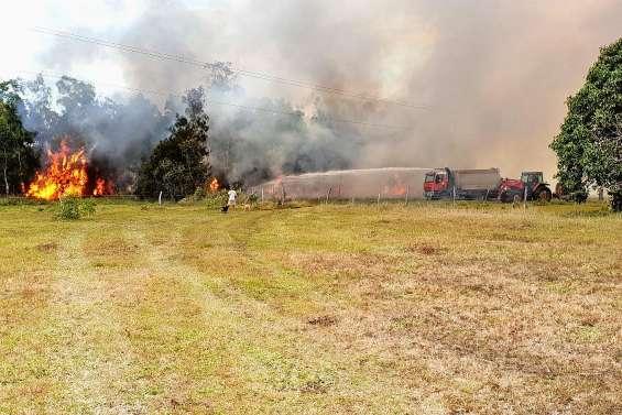 A Poya, les pompiers combattent toujours les flammes