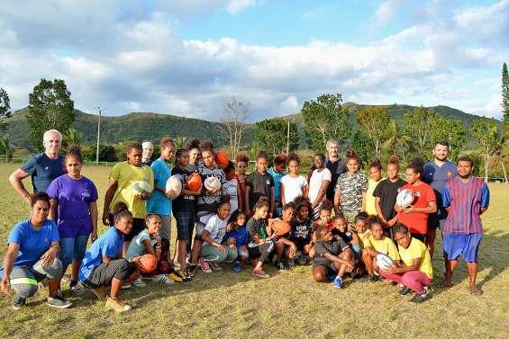 Des pointures du rugby à l'entraînement des jeunes joueuses