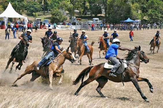 80 cavaliers font leur show à Ouazangou