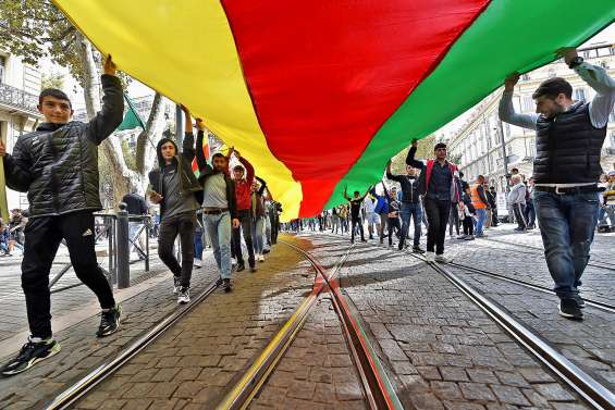 Des milliers de manifestants fustigent l'offensive turque