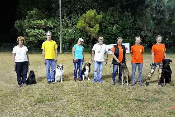 Six participants reçus au concours canin d'obéissance