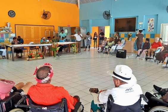 Apporter les langues kanak aux résidents du foyer Reznik