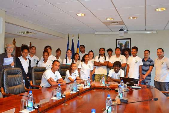 Des lycéens du Grand Nouméa en visite au gouvernement