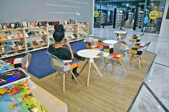 Une bibliothèque participative  à l'extrémité du Dumbéa mall
