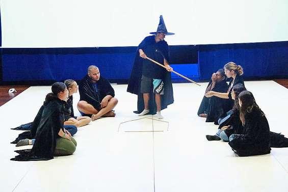 L'école de sorcellerie Inaya Lune sur les planches, ce soir