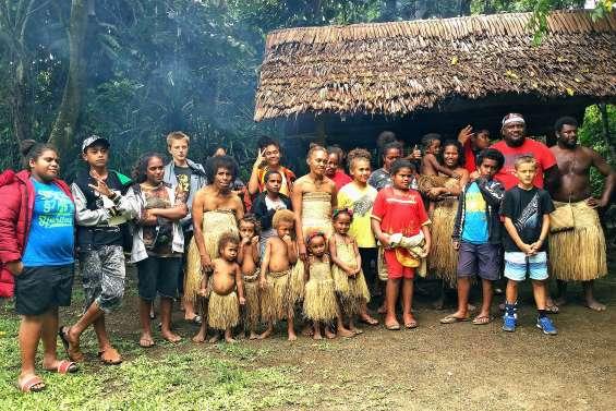 Vingt-quatre ados en immersion au Vanuatu