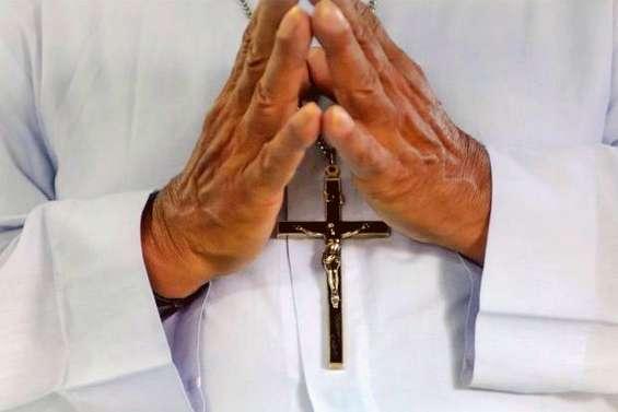 De l'argent pour les victimes de prêtres pédophiles
