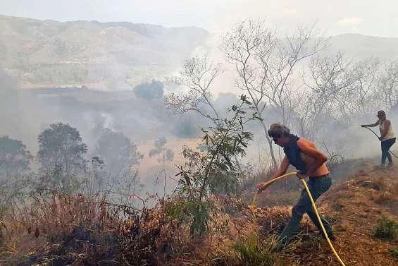 Incendies à Ouégoa, les habitants en détresse : « j'ai failli y passer »