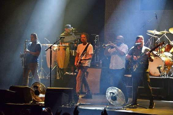 Le reggae de Soja séduit l'Arène du Sud
