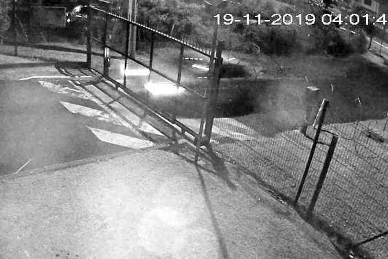 Il vole une voiture  et fonce dans le portail  des gendarmes