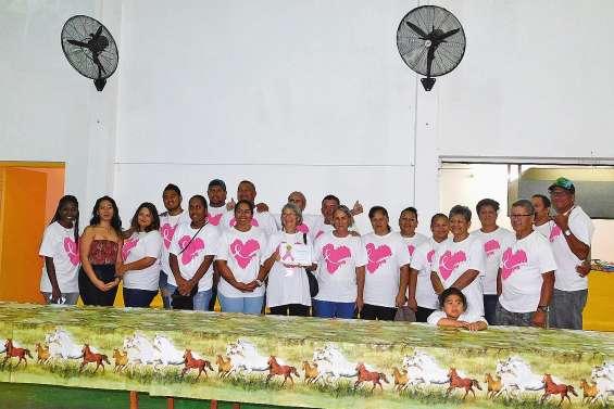 Le club Tuhaa pae va'a soutient la Ligue contre le cancer