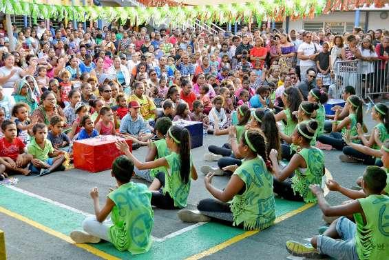 Des centaines d'enfants et de parents pour la fête de l'école Delacharlerie